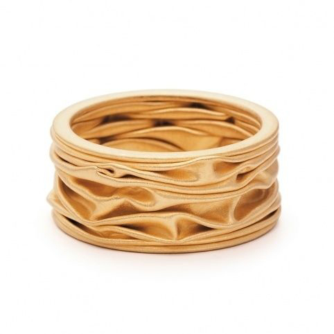 fedi nuziali particolari in oro giallo che ricorda un tessuto