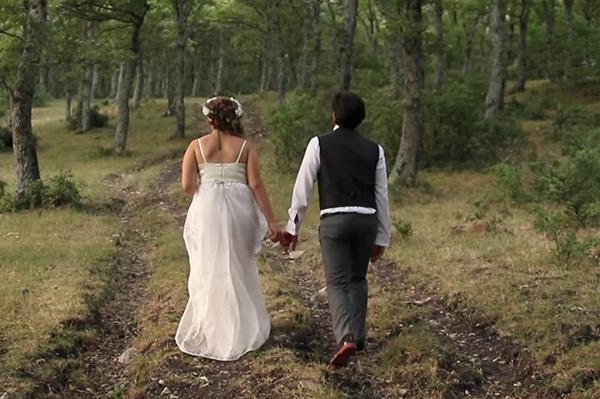Matrimonio In Bosco : Matrimonio nel bosco green con fiori di campo e cibo a km